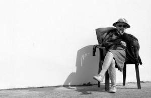 oude dame in de zon